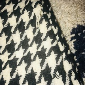 Forever 21 Accessories - Houndstooth Black White Roll Tide Fringe Scarf